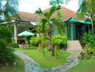 Panglao Tropical Villas Bohol - Pathway to the Rooms