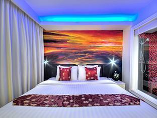 スカイ ホテル Skyy Hotel