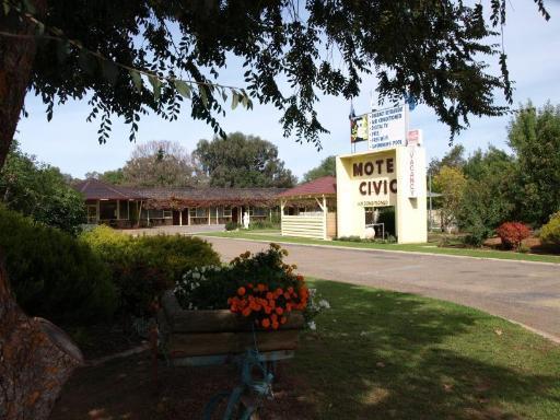 Civic Motor Inn Cowra takes PayPal