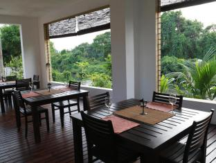 La Villa Sanctuary Colombo - Open Air Dinning Area During the Day