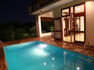 La Villa Sanctuary Colombo - Pool Area During the Night.