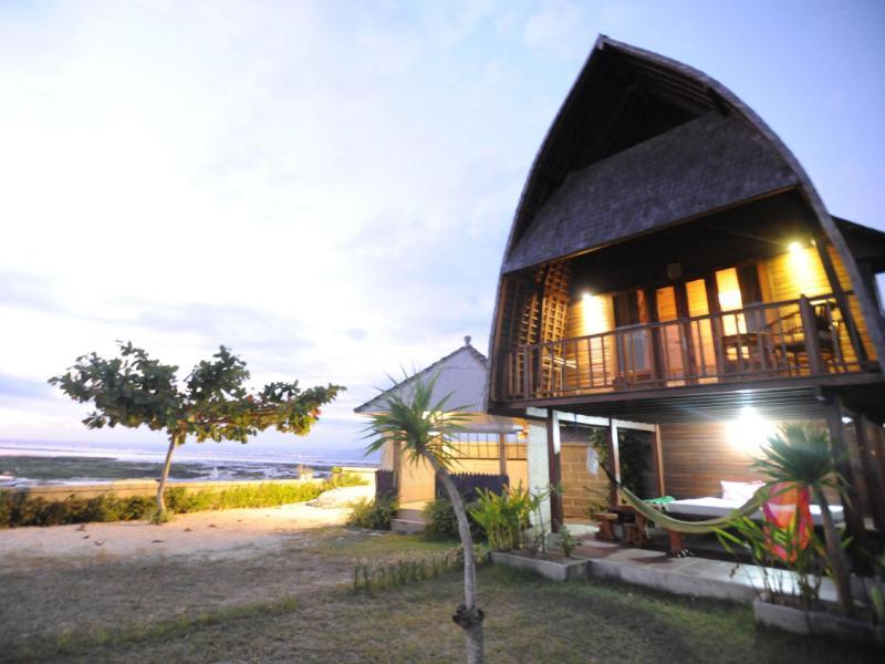 Suka beach bungalow bali indonesia for Hotel in bali indonesia near beach
