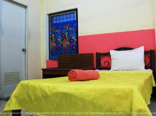 Thalang Guesthouse Phuket - Standard Room with Fan