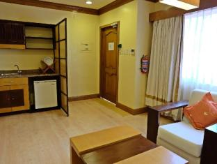 Hollywood Suites Mactan Island - Executive Suite