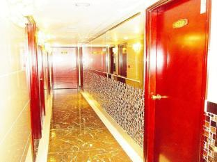 New Chung King Mansion Guest House - Las Vegas Group Hostels HK Hong Kong - Corridor