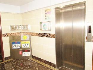 New Chung King Mansion Guest House - Las Vegas Group Hostels HK Hong Kong - Hotel Lift Lobby