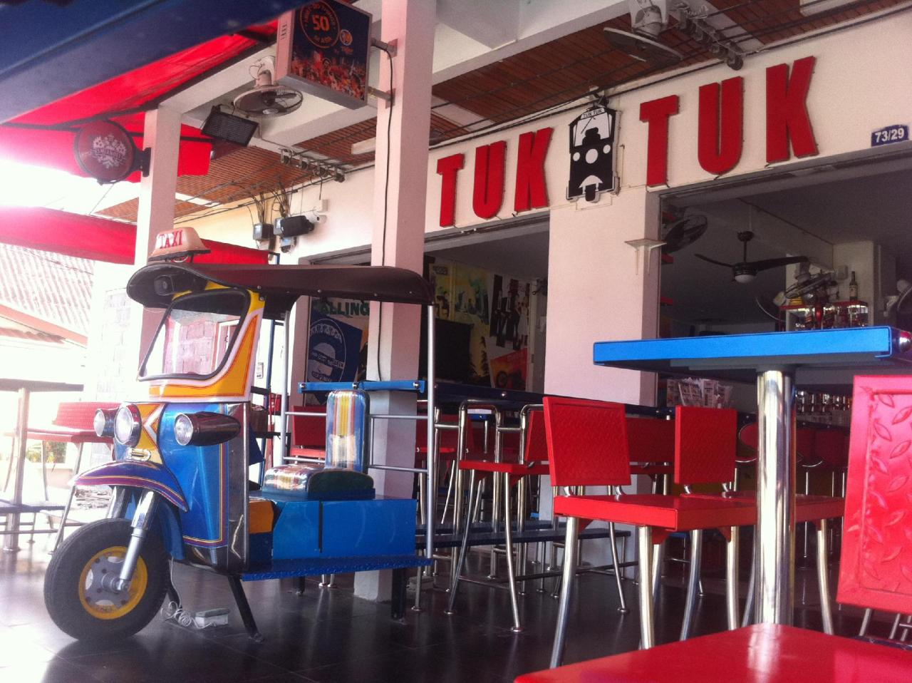 โรงแรมตุ๊กตุ๊ก (Tuk Tuk Hotel)