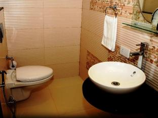 Sukhmantra Resort and Spa North Goa - Bathroom