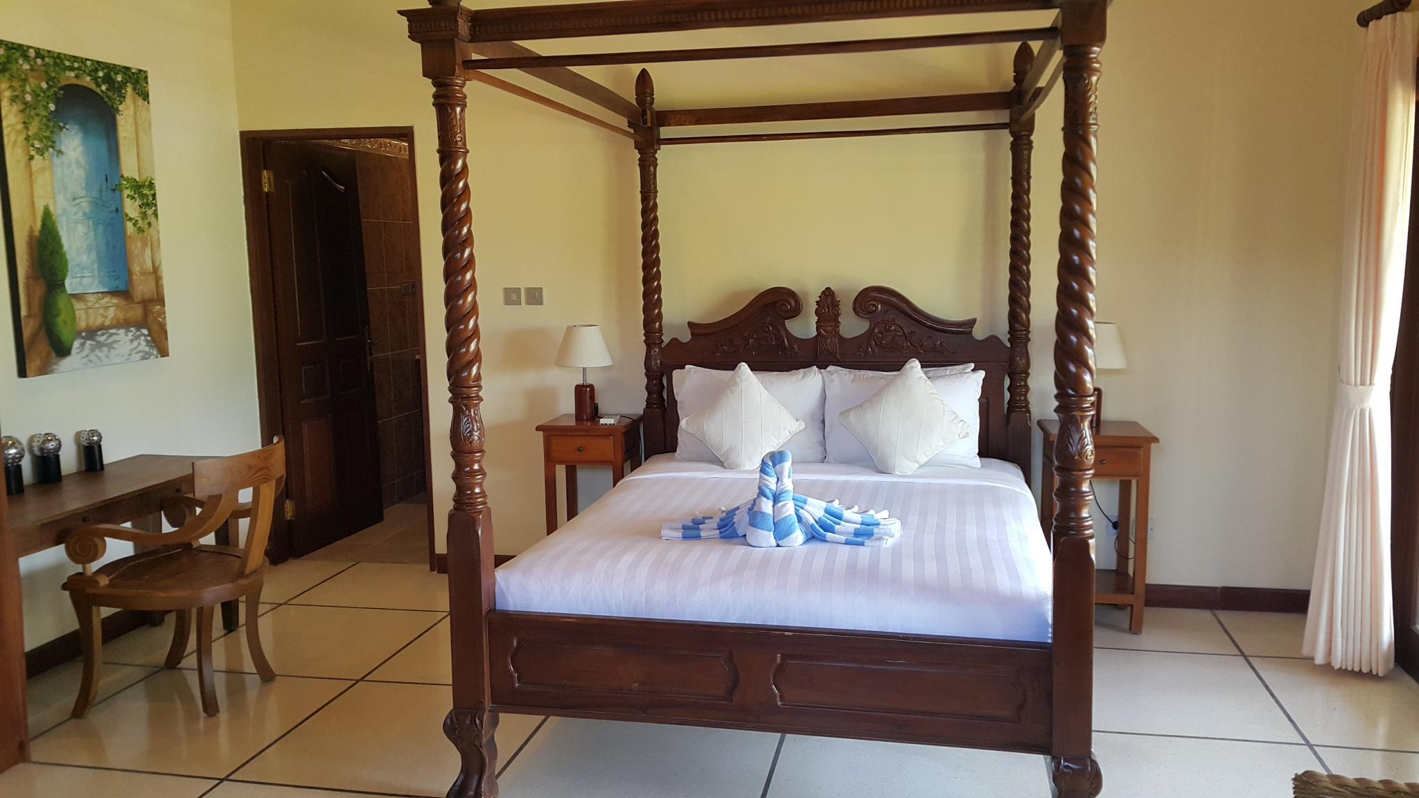Hotel MBO Villa D3 At Emerald - Jalan Karangsari No. 15 - Emerald Villas Complex