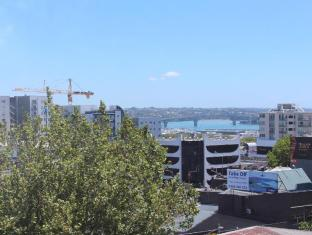 YMCA Hostel Auckland - Exterior
