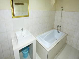 玉立阿媞酒店 巴厘岛 - 卫浴间