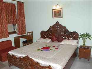 Holiday Home Stay New Delhi and NCR - Deluxe Room