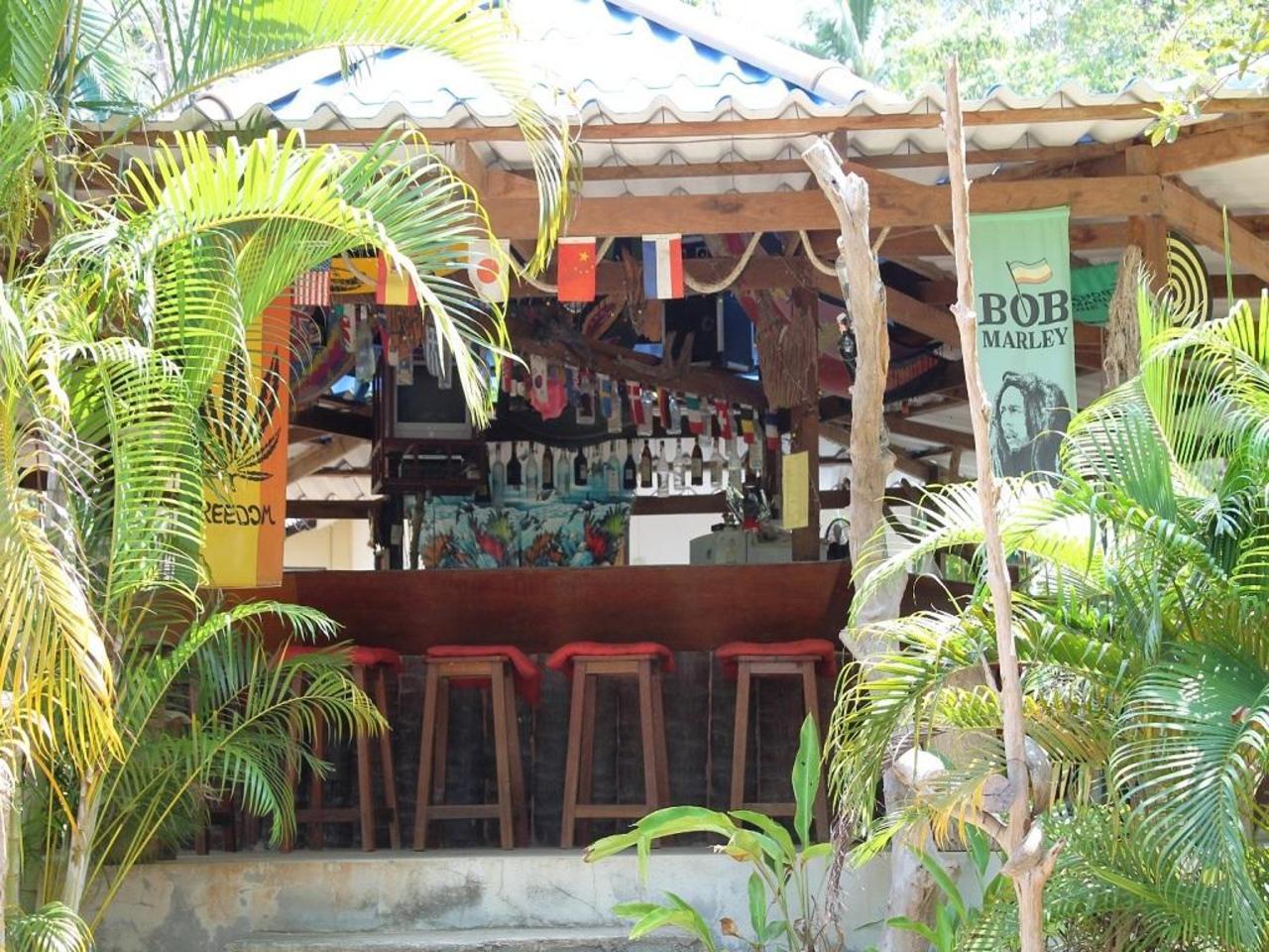 จังเกิ้ล บาร์ แอนด์ บังกะโล (Jungle Bar & Bungalow)