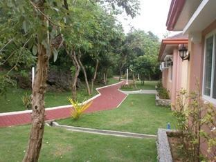 Pangil Beach Resort Currimao - Garden