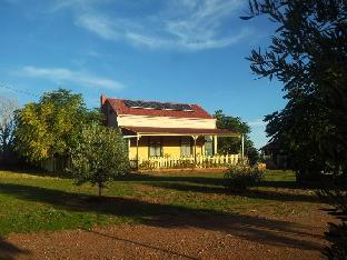 Gum Paddock Country Cottage PayPal Hotel Broken Hill