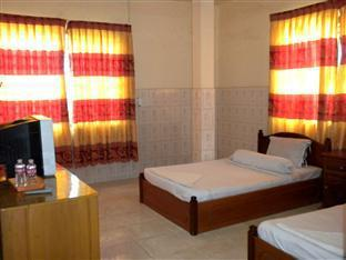 Hour Bunny Hotel Kratie - Twin Bedroom with AC