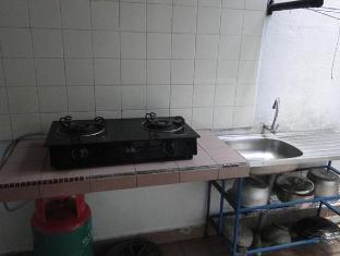 Bandar Tasik Selatan Home Vacation Kuala Lumpur - Kitchen Area