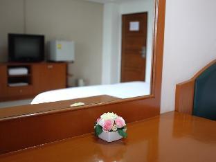Sriprajuk Mansion guestroom junior suite