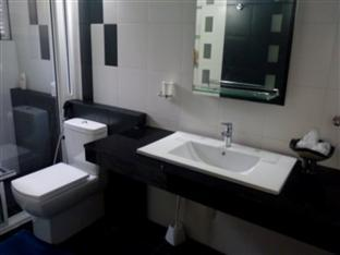Hotel Crest Nest Colombo - Standard Bathroom