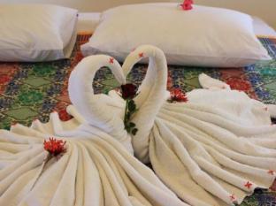 Guesthouse@Karon Phuket - Pokój gościnny