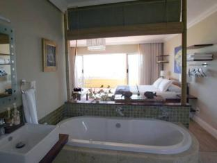 Dolphin Inn Guesthouse Cape Town - Deluxe Suite Bathroom