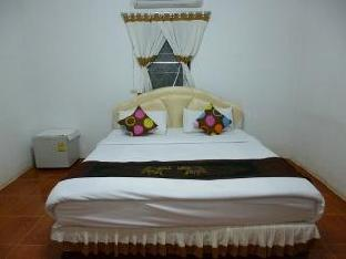 Ban Rin Kam Resort guestroom junior suite