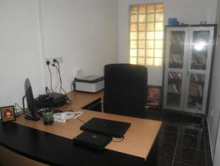 Neo Holiday Home Colombo - Business Center