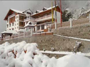 Yarlam Resort
