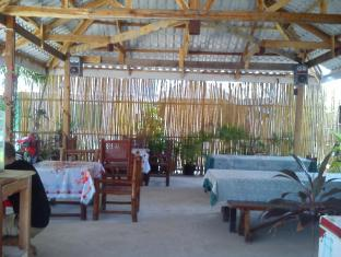 Sunday Flower Beach Hotel and Resort Bantayan Island - מסעדה