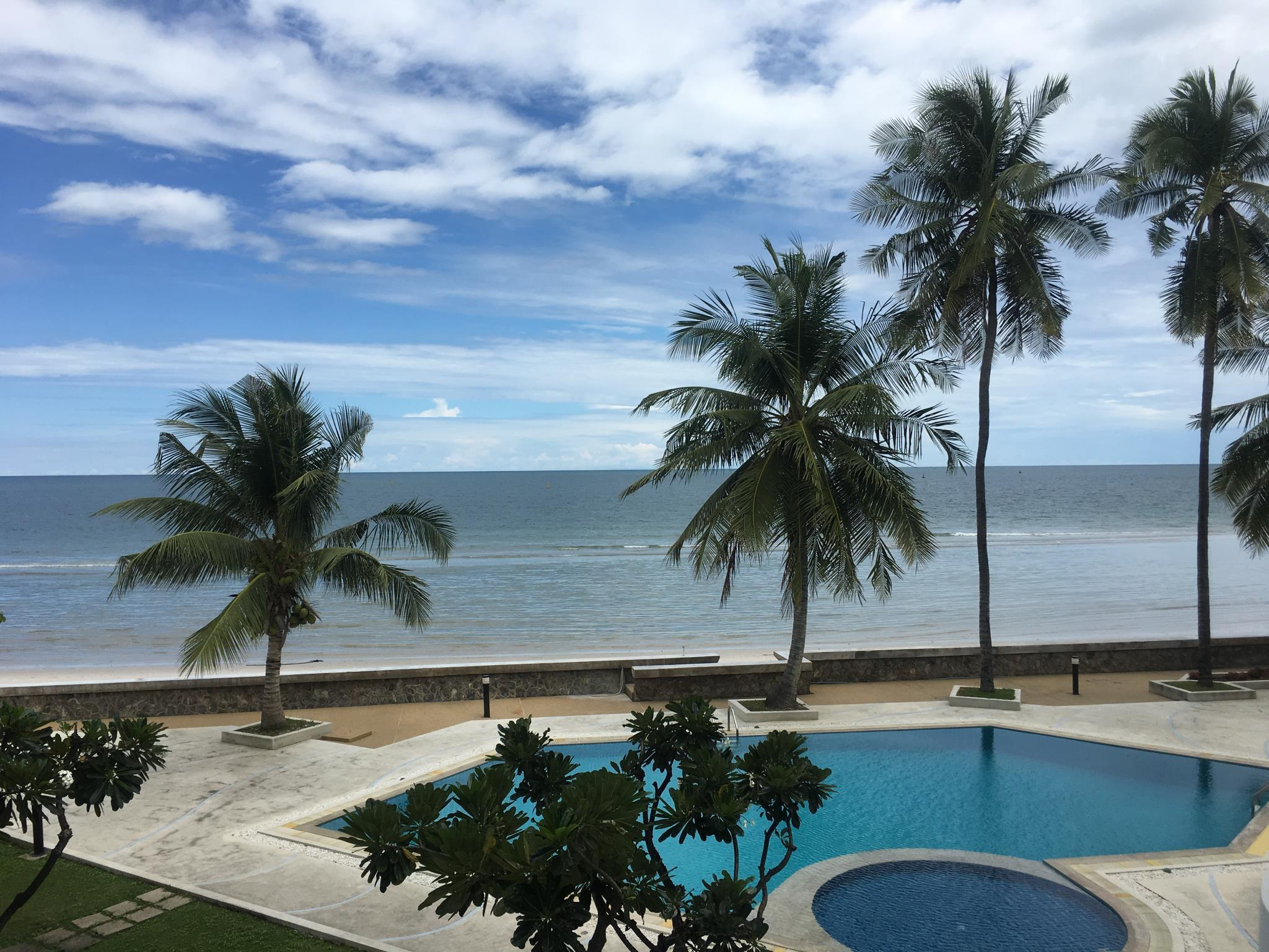 Newly Renovated Large Loft Style Beach Front Condo