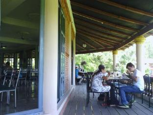 Baghmara Wildlife Resort Chitwan National Park - enjoying lunch
