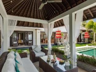 Puri Tirta Villas Bali - Villa Sunset outdoor lounge and view