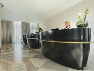 Wyndham Grand Berlin Potsdamer Platz Hotel Berlin - Reception