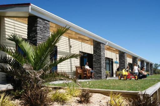 Best guest rating in Greymouth ➦ Noah's Ark Backpackers takes PayPal