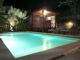 Villa Srikandi Bali - Pool Night View