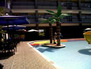 Batu Wonderland Water Resort Hotel Malang - Swimming Pool