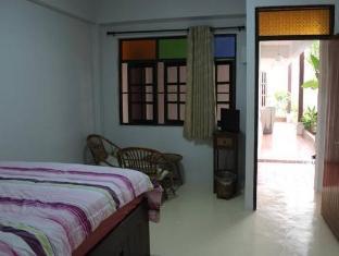 TR Residence guestroom junior suite