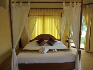 Maethaneedol Khaokor Resort guestroom junior suite