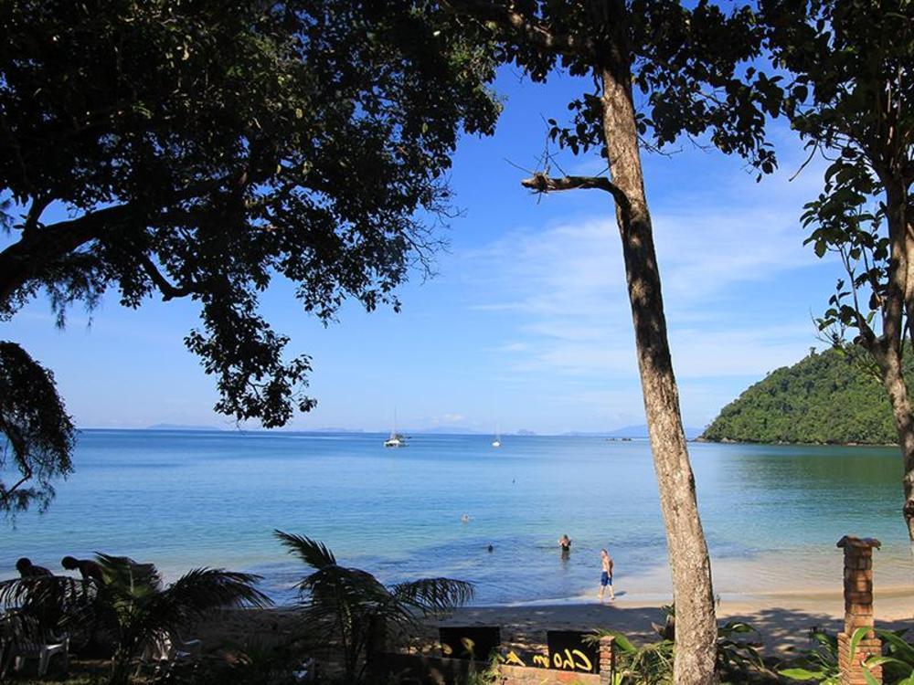 Chomjan Beach Resort