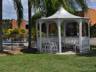 Castle Motor Lodge Whitsundays - Gazebo