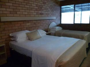 Castle Motor Lodge Whitsunday Islands - غرفة الضيوف