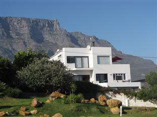 Cape View Accommodation Guesthouse Cape Town - View of Guest House Table Mountain in background