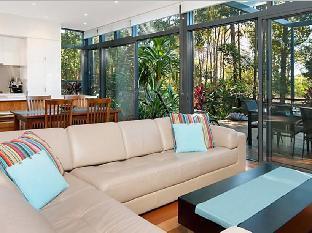 Helcionia Holiday Villa PayPal Hotel Byron Bay