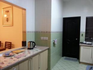 Malaysia Hotel Accommodation Cheap | Marina Court Vacation Home Kota Kinabalu - Shared Kitchen