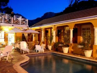 Ashanti Gardens Guesthouse Cape Town - Swimming Pool at Night