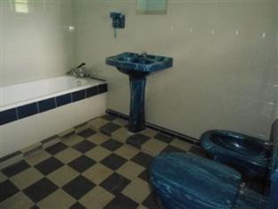 White House Bungalow Kandy - Bathroom
