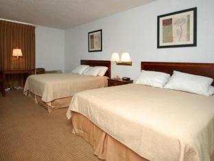 Quality Inn guestroom junior suite