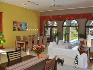 Allegria Guesthouse & Vineyards Stellenbosch - Lounge and Dining Area