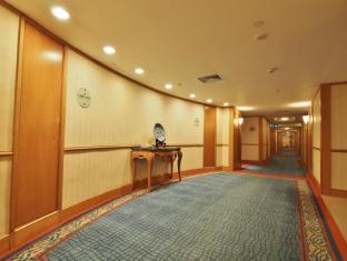 Harbour Grand Kowloon Hong Kong - Guest Floor Corridor
