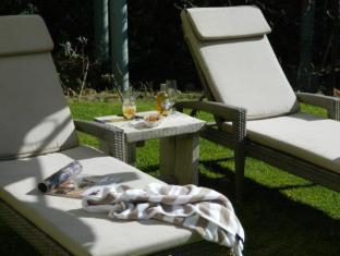 In the Vine Country Manor House Stellenbosch - Pool Loungers